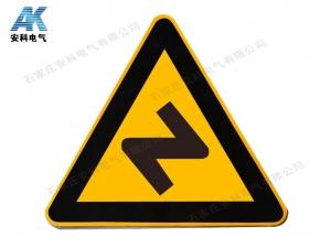 三角形交通牌 反向彎路標牌